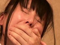 接客中に顔を紅潮させながら感じまくるバイト娘 6 カラオケ