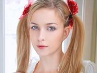 金髪の天使パイパン東欧美少女