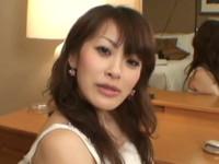 素人JDにミニスカポリスのコスプレ☆電マが気持ちよすぎて悶えてしまう美人婦警さん♪